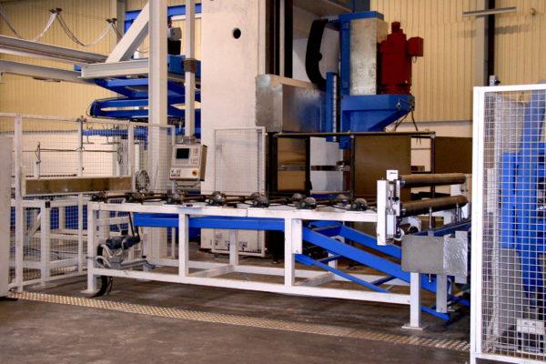 Foliereinrichtung für Aluminiumplatten, entwickelt, konstruiert und gefertigt von KHU Sondermaschinen.