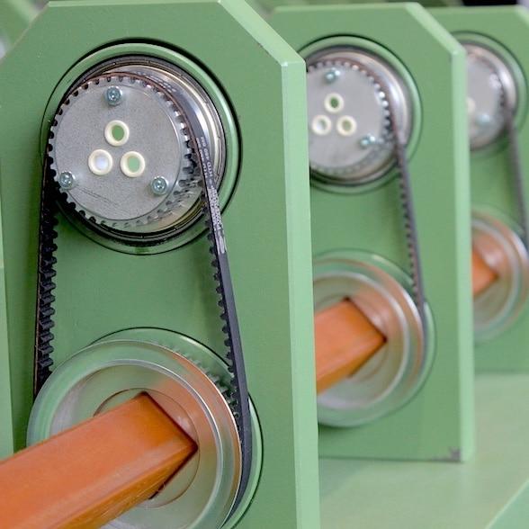 Detailansicht der SZ-Verseilmaschine Modell SZ 40 für 3 Verseilelemente