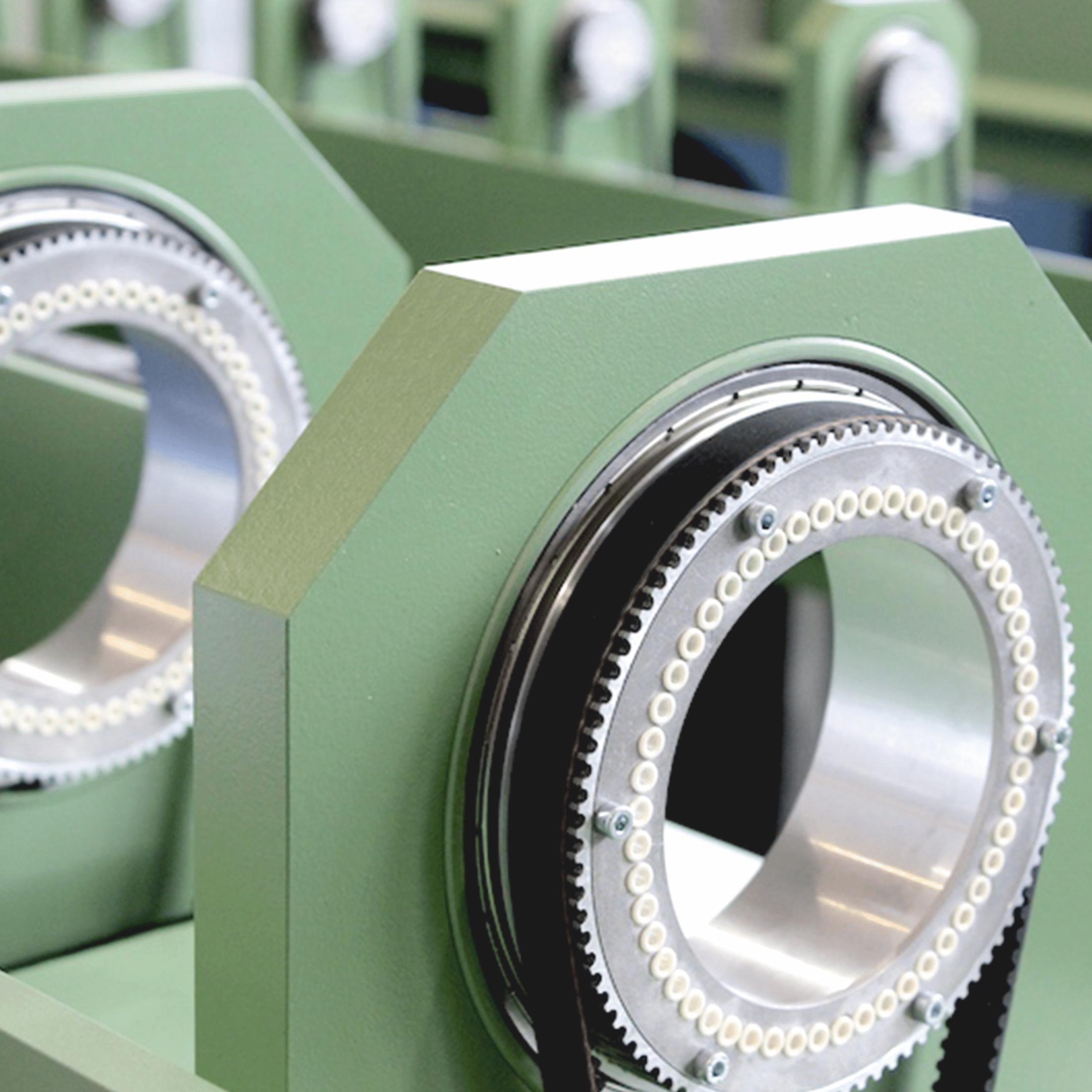 Detailansicht einer Speicherscheibe von einer SZ-130 Verseilmaschine mit Einzelantrieben für die Kabelschirmung