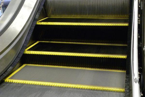 Neue Rolltreppenstufen im Testlauf